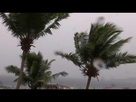 Hurricane Matthew hits Bahamas ahead of U.S.