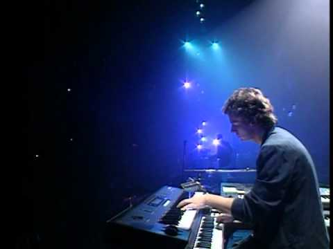 Genesis - Hold on My Heart  - Tony Banks Cam