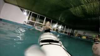 Práctica De Kayak Y Roll En Pileta.wmv
