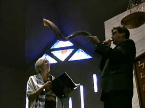Blowing the shofar for Rosh Hashanah