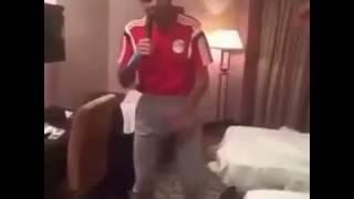 محمود كهربا يرقص على اغنية انا خدت الضربة بجد مسخرة السنين