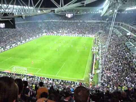 JUVENTUS-Napoli 2-0 cori della curva sud