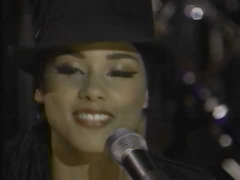 Alicia Keys- Troubles (Live Rock & Roll Hall of Fame 2001)