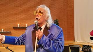 Den 88-årige legendariske evangelist en Målle Lindberg sjunger i Vä...