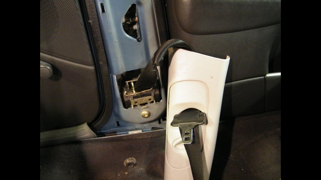 Adjusting the front seat shoulder belt anchor height