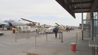 VIDEO: Mesa-Gateway passengers have mixed reactions to '60 Minute's report on Allegiant