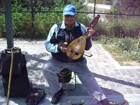 ATENE. musicista greco che suona la LIRA