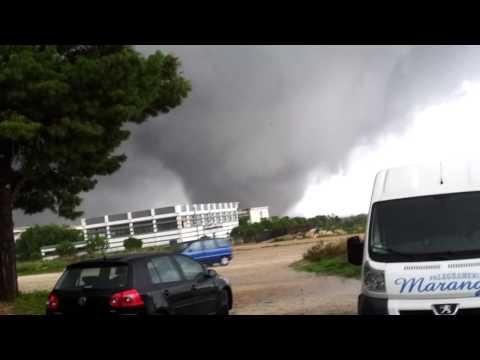 Incredibile INEDITO tornado di Taranto: incontro ravvicinato
