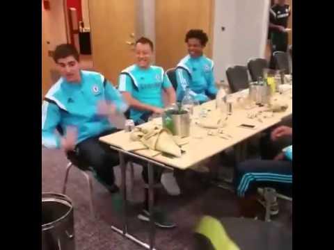 (xemthethao.vn) Các cầu thủ Chelsea biểu diễn màn phối hợp bằng đầu