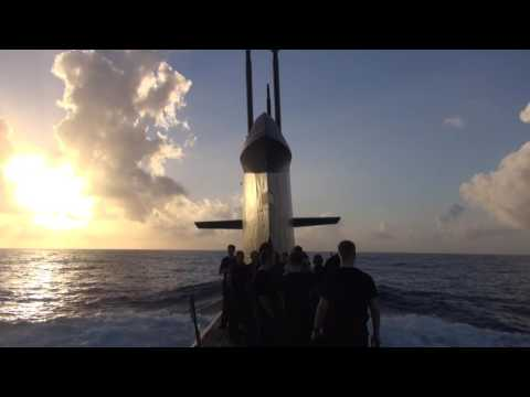 Nederlandse onderzeeboot boven en onder water