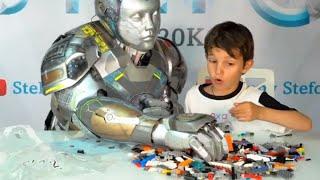 Стефан играет в лего вместе с няней роботом Стефо | lego hands with robot Stefo