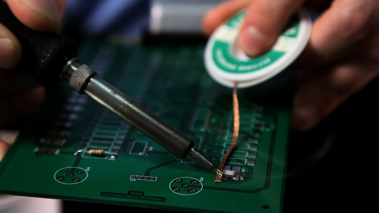 removing components from circuit board soldering [ 1280 x 720 Pixel ]
