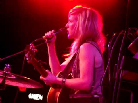 9/13 Ellie Goulding - I'll Hold My Breath