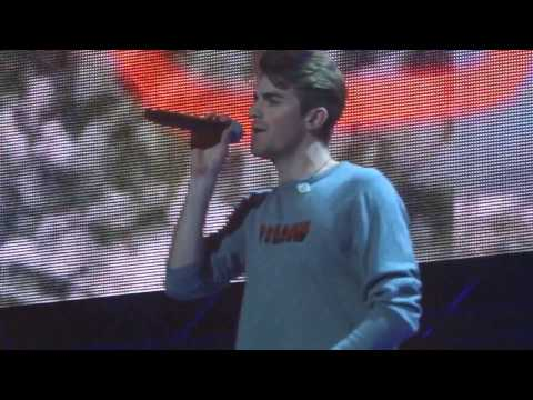 Jingle Ball - The Chainsmokers - Closer...