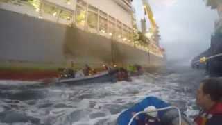 Protesta de Greenpeace plataforma Rowan Renaissance contra las prospecciones de Repsol en Canarias