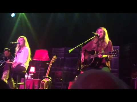 """Maddie And Tae Live At Sunset Station, Henderson, Nevada """"Sierra"""""""