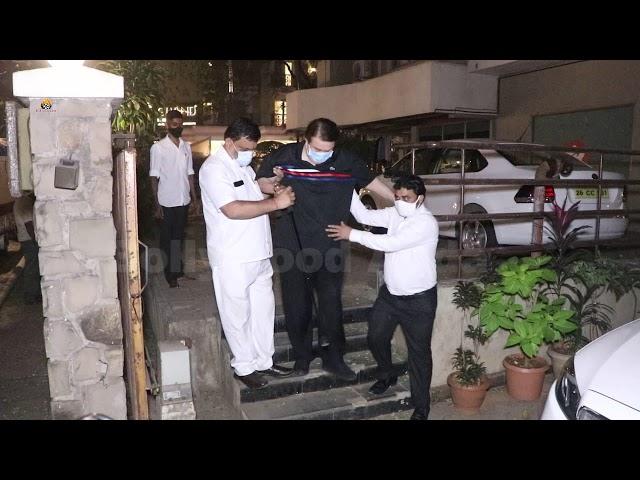 Randhir Kapoor Snapped At Kareena Kapoor House Bandra
