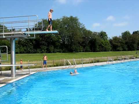 Jever Freibad Turmspringer Jan-Malte in Friesland - YouTube