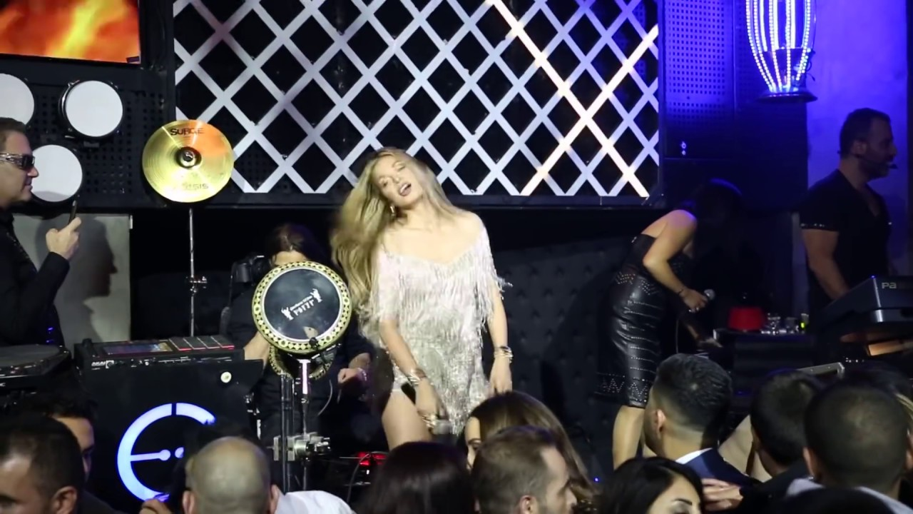 شاهد كيف وقعت دومينيك عن المسرح في حفلة راس السنة جو اشقر فضيحة الحفلة dominique fall Cassino club