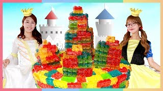 公主們的新春派對!用樂高積木軟糖做蛋糕城堡 | 凱利和玩具朋友們 | 凱利TV thumbnail