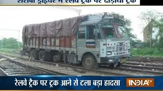 Drunken Truck Driver Drive on Railway Tracks - India TV