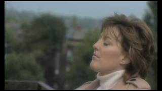 Katrina Leskanich from Katrina and The Waves - They Don't Know  (HD)