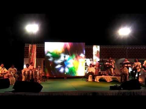 Hemant Solanki playing Tumba congo LP title with his band kuldip pathik