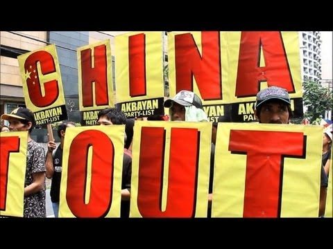 Hundreds protest China's 'bullying' of Philippines