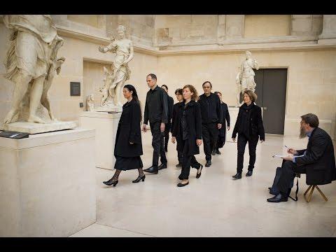 """""""Vol d'étourneaux"""" au Musée du Louvre"""