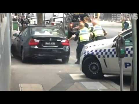 Dramatic police chase in Melbourne's CBD has led to a manhunt