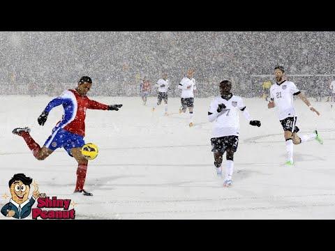 Gimana Maennya? 6 Pertandingan Bola dengan Cuaca Terekstrim