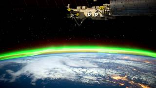 Фото Видео зарисовка Северного сияния из Космоса(Множество прекрасных снимков запущены на большой скорости. В результате получилось видео составленное..., 2012-07-27T21:16:32.000Z)