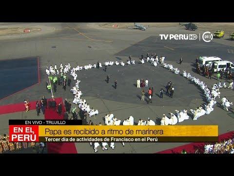 Papa Francisco es recibido en Trujillo a ritmo de marinera