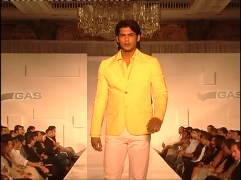 Queen fame LISA HAYDON first ramp walk before she became actress
