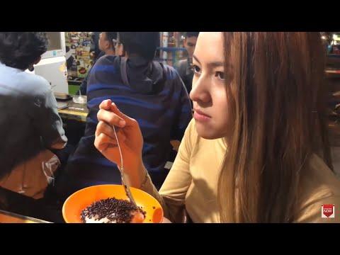 Baby Shima jalan di Malang Indonesia Part 2 - baby shima cuba makan ketan