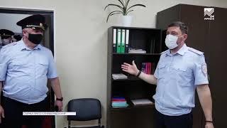 Министр МВД вручил полицейским новые служебные автомобили