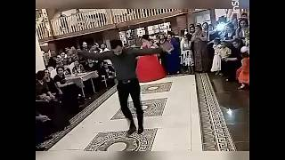 Самир Вишняков зажигательно танцует на свадьбе