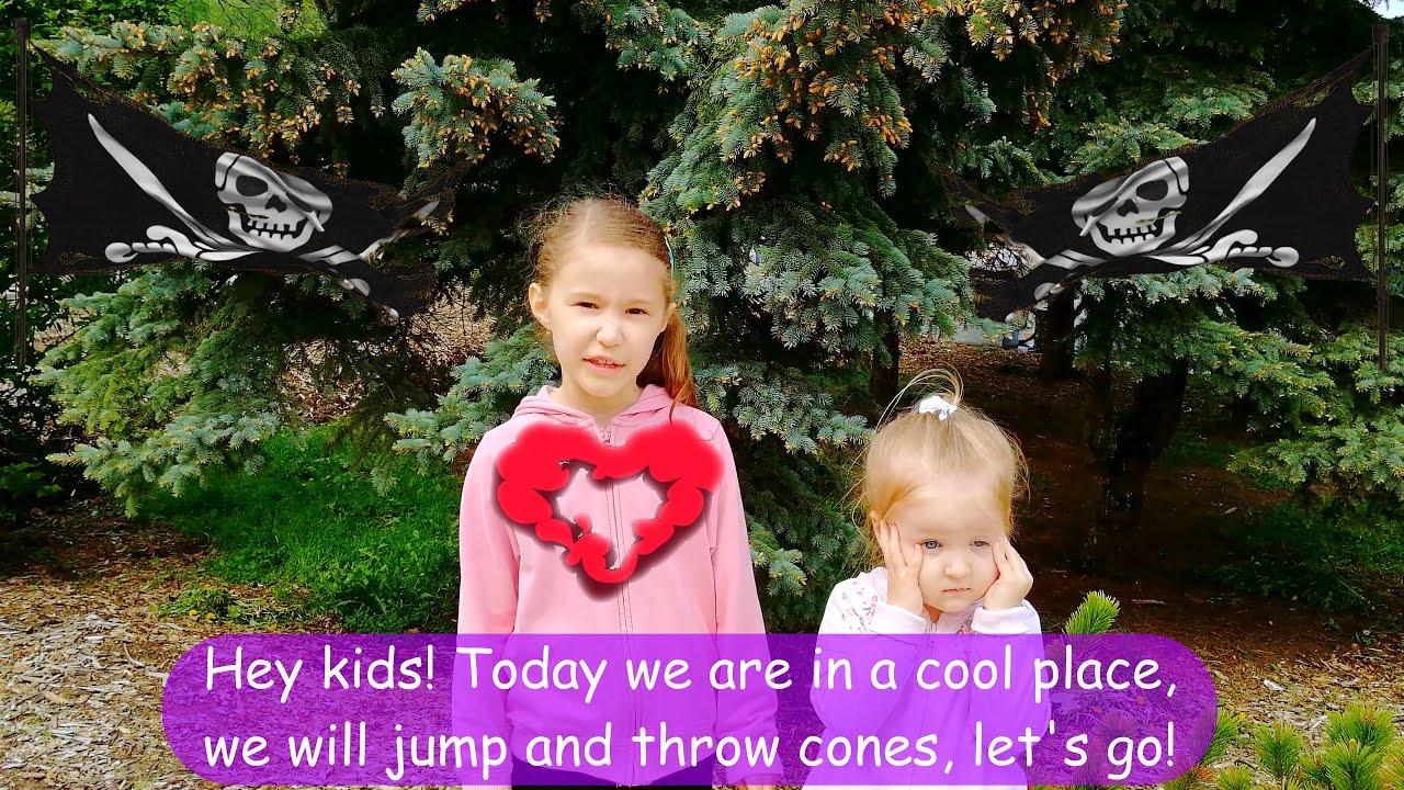 Greta and Adele jump and throw cones / Грета и Аделя прыгают и бросают шишки