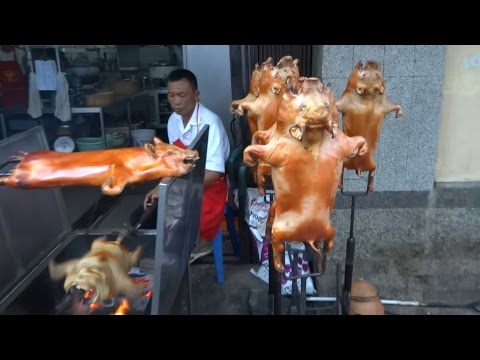 ROASTED SUCKLING PIG, ROASTED PIGLET, ROASTING THE WHOLE SUCKLING PIG, STREET FOOD IN ASIA