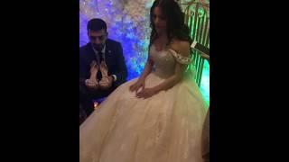 Брат невесты надевает ей туфельку / Красивая армянская свадьба в Ереване 2018