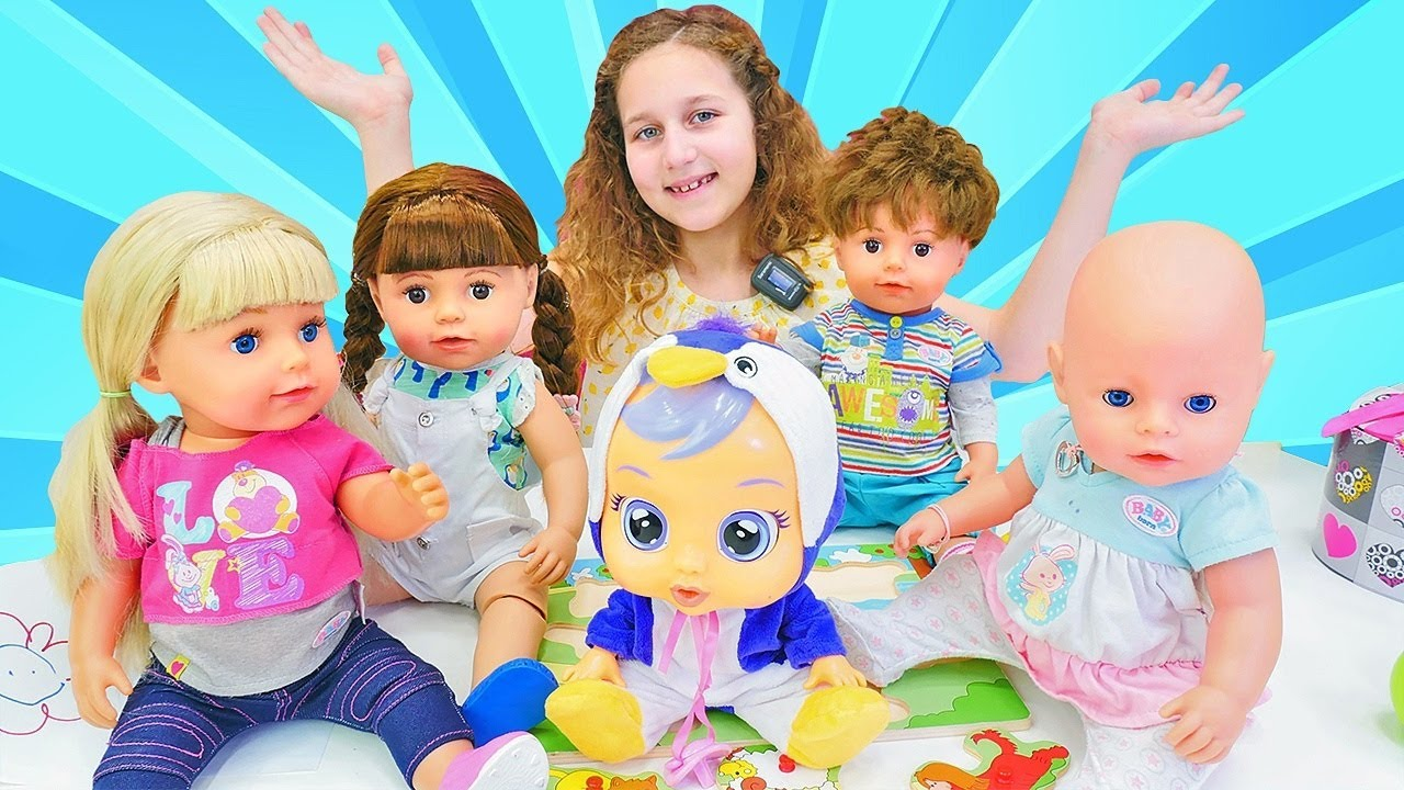 Kids play baby dolls & Baby Born dolls for girls - A new nanny for baby doll.