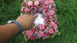 Teach Me Floristry - how to make a photo frame of flowers screenshot 4