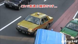 迷惑なんて関係ない?クラクションを鳴らされようが我が道を行くタクシー