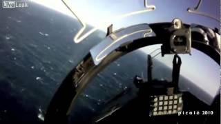 【弩迫力】航空母艦から発着する戦闘機のヘルメットカムからの映像!
