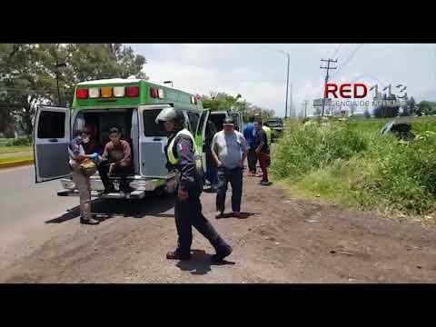 VIDEO Se accidentan muchachos en carretera Zamora-La Barca