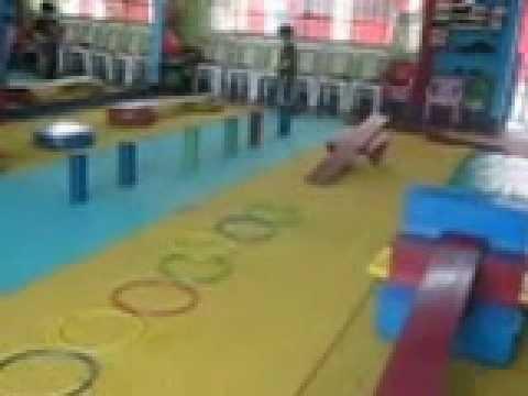 Aprendamos jugando coordinacion y equilibrio youtube for Actividades para jardin maternal sala de 2