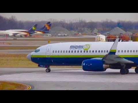 30+ Minutes of Plane Spotting - Watching Airplanes at Detroit Metro Airport