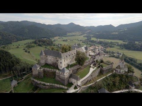 Tourismus: ReiseleiterIn, FremdenführerIn