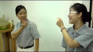 慈濟志工練習手語《一家人》