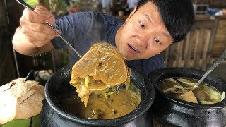 MASSIVE BEEF BONE Soup Insane FILIPINO Food at Tagaytay Philip…